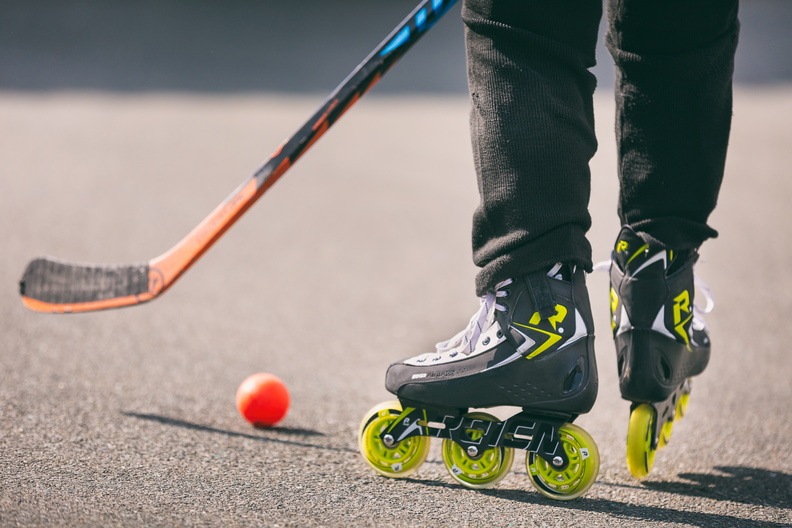 Powerslide Reign Hockey Anax Jr inline skate action