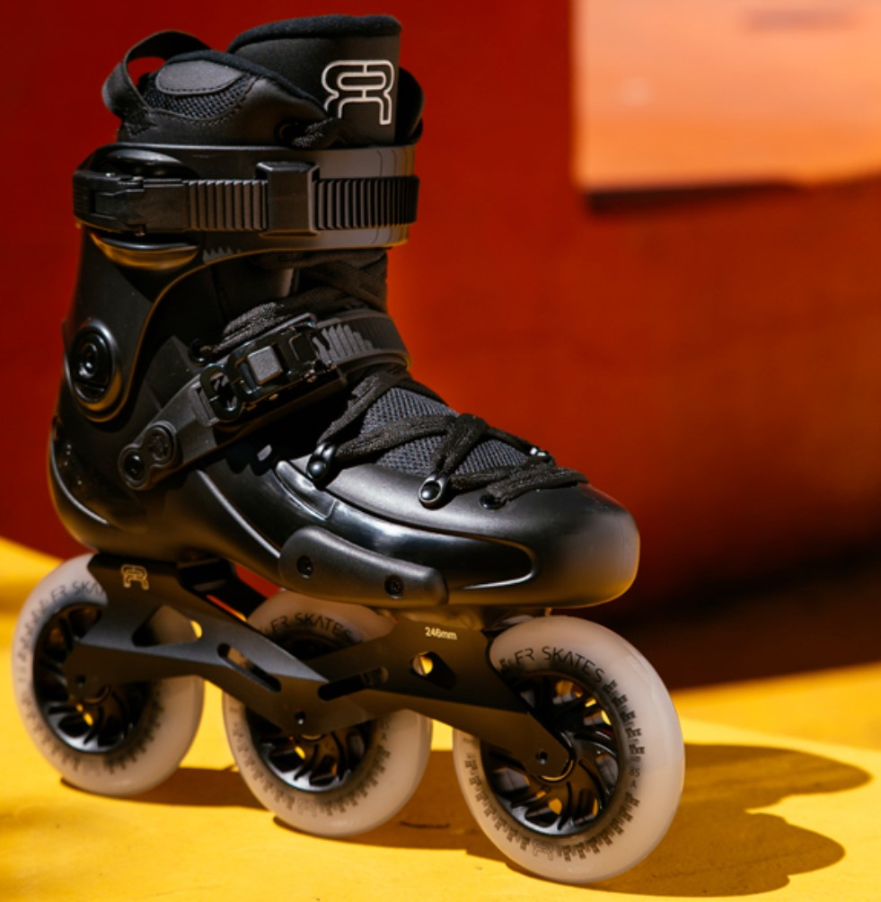 FR2 inline skate with 3 downtown 110 mm wheels in sideview