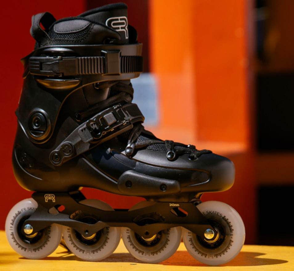 FR2 inline skate with 80 mm wheels in sideview